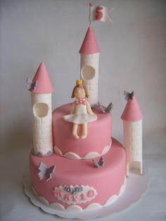 Princess castle birthday cake http://alatarte.wix.com/alatarte