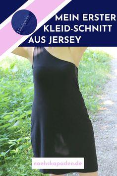 """""""Felicity"""" ist eines meiner ersten Kleider für die ich selber den Schnitt konstruiert habe. Im Blogbeitrag zeige ich mein Werk, erkläre woran ich noch arbeiten muss und auf welche Schwierigkeiten ich bei der Konstruktion gestossen bin. Für alle, die sich auch mit Schnittkonstruktion beschäftigen. Inspiration, Design, Book Recommendations, Helpful Tips, Sew Dress, Too Busy, Sewing Patterns, Biblical Inspiration"""