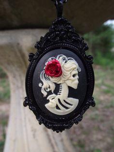 Noir Belle Morte  Skeleton Cameo on Black por cinsationalbaubles, $20.00