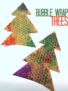 How fun are these? Easy Bubble Wrap Christmas Tree craft for kids.