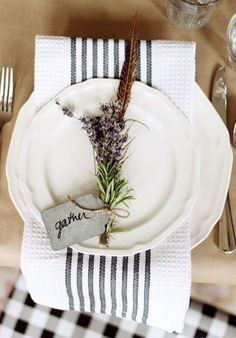 16 Magnificent Thanksgiving Table Decorating Ideas https://www.futuristarchitecture.com/29664-thanksgiving-table-decorating-ideas.html