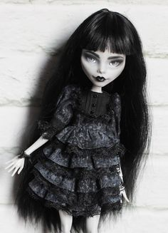 OOAK Monster High & Ever After High Commission Repaint Custom Seite