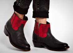Swooning over these cool cowboy boots.