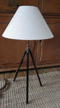 VINTAGE 1950s Metal Tripod RETRO TABLE LAMP