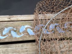 Kalajuttuja mökkilaiturilla. Annie Sloan stencil Fish.