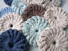 Crochet Yoyos - free pattern, sewn to make blanket