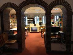 Kirjastonäkymiä.