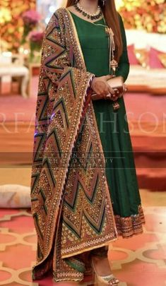 Easy Fashion Tips Pakistani Dresses Pakistani Fashion Party Wear, Pakistani Wedding Outfits, Indian Fashion Dresses, Dress Indian Style, Indian Gowns Dresses, Indian Designer Outfits, Indian Outfits, Punjabi Suits Party Wear, Wedding Dresses