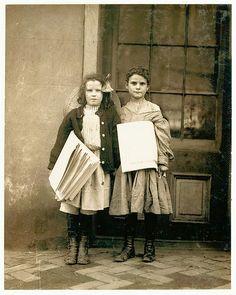 Vintage Photos: Lewis Hine - Newsies, Two news girls, Wilmington, Delaware, 1910 Antique Photos, Vintage Photographs, Old Photos, Vintage Photos, Vintage Magazines, Newsies Costume, Wisconsin, Lewis Hine, New York