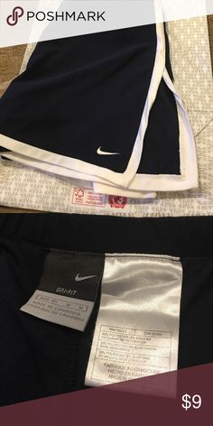 Nike border tennis skort Nike border tennis skirt!  Great condition!  Worn twice.  Priced to sell. Nike Shorts Skorts