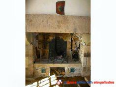 Manoir fin 14ème / début 15ème. Intérieur entièrement rénové en 2010/2011. Encadrements de fenêtres du 15ème siècle, portes extérieures et intérieures voûtées, grande cheminée, escalier pierres, mur de pigeonnier, poutres, le tout d'époque http://www.partenaire-europeen.fr/Annonces-Immobilieres/France/Bretagne/Cotes-d-Armor/Vente-Maison-Villa-F8-HENANSAL-818712 #maison #cheminee
