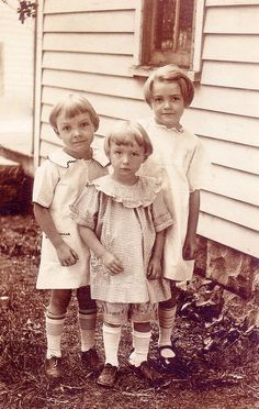 +~+~ Vintage Photograph ~+~+  Adorable sibling love.