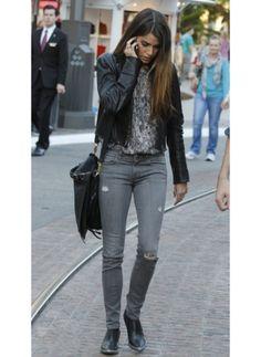 NIKKI REED  LOOK DE STAR ROCK  Adoptez comme Nikki Reed, un look casual rock lors de vos virées shopping.