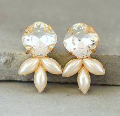 Crysatl stud earrings Bridal Pearl earringsSwarovski by iloniti Rhinestone Earrings, Bridal Earrings, Crystal Earrings, Bridal Jewelry, Stud Earrings, Crystal Jewelry, Gold Jewellery, Nickel Free Earrings, Bridesmaid Earrings