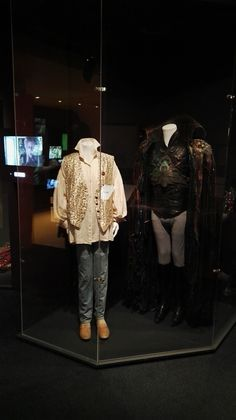 I went to NYC for a holiday, and look at what I found in the Museum of the Moving Image! I'm so, so happy that I was finally able to see these incredible costumes in person - it was a very special moment for me.