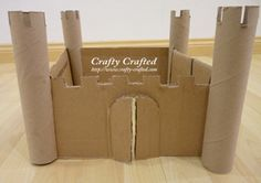 Castillo hecho con carton y rollos de cocina