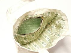 既製バッグにファスナーポケットと裏地を後付けする方法!|Riche【リッシュ】 Top Pattern, Needle And Thread, Louis Vuitton Damier, Diy And Crafts, Pouch, Zipper, Tote Bag, Pocket, Sewing