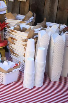 outdoor party at the park: how to set the table
