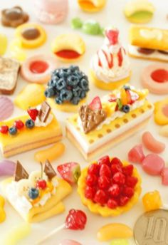 可愛いケーキが沢山♪ http://openuser.auctions.yahoo.co.jp/jp/user/kogekoge211 #miniature #sweetsdeco #clay #decoden #スイーツデコ