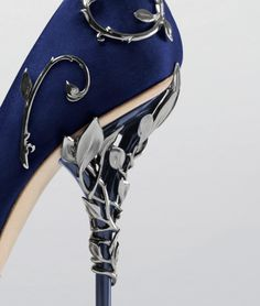With ornamental filigree leaves spiralling naturally up the heel, the Eden pump harks back to the beauty and perfection of a lost paradise.