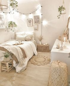 Cute Bedroom Decor, Bedroom Decor For Teen Girls, Room Ideas Bedroom, Small Room Bedroom, Men Bedroom, Decor Diy, Decor Room, Bedroom Wall, Decor Ideas