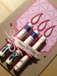 imagenes de feliz cumpleaños, tarjeta de cumpleaños con regalo dinero, candelas de pastel hechas de billetes enrollados