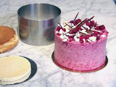 Så lyckas du med höga tårtor | Recept från Köket.se