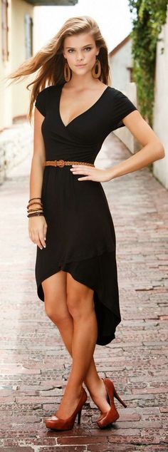Street style | Asymmetrical dress and brown accessories