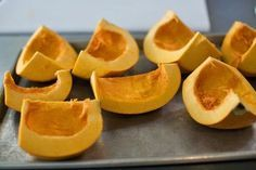 Pumpkin Puree from scratch {via Pioneer Woman} It's worth the effort for special occassions! Pumpkin Dip, Pumpkin Butter, Canned Pumpkin, Roast Pumpkin, Pumpkin Ideas, Pumpkin Puree Recipes, Homemade Pumpkin Puree, Baby Food Recipes, Cooking Recipes