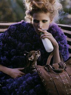 Lara Stone by Mark Segal3 Quand Lara Stone pouponne un bébé tigre dans le Vogue France