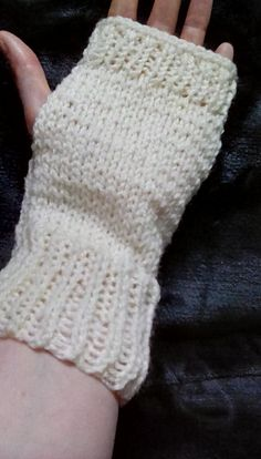 Looking for some simple yet cute and awesome cream / off white fingerless gloves?  Then look no further. These gloves are perfect for wearing out and about, during hikes or walking the dog. As they are finger free they wont stop me texting or checking out social media on the go. I hand knit these gloves using cream double knit yarn. They measure approximately 20cm/8in in length and in circumference. Please note that these gloves are made to order. I can custom make these gloves into...