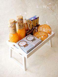 Lola Wonderful_Blog: Desayunos personalizados, regala sonrisas matutinas. Snack Box, Lunch Box, Cute Gifts, Diy Gifts, Bread Shop, Bottles And Jars, Lola Wonderful, Creative Gifts, Recipe Box