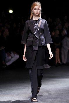 Givenchy PFW Primavera 2014: http://juliapetit.com.br/moda/semana-de-moda-de-paris/