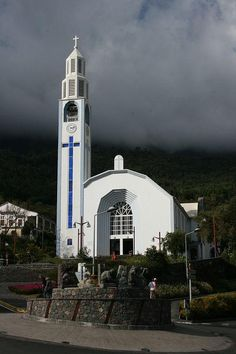 C'est sur les 4 faces du clocher de l'église Notre-Dame-des-Neiges de Cilaos sur l'île de la Réunion que vous pouvez observer les 4 cadrans Bodet qui ornent ce bel édifice.