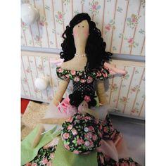 Tilda e Tildinha Angel. <br> <br>Um kit de belas Tildas. Com sua beleza e charme, a Tilda com 63 cm vem acompanhada de sua amiga, Mini Tilda Angel. <br> <br>Essa você não pode deixar passar! <br> <br>Entre em contato! Veja a disponibilidade dos tecidos para fazer as suas bonecas. <br> <br>artepositiva@gmail.com <br>By Drika de Moura Sewing Clothes, Doll Clothes, Doll Hair, Mini, Hair Accessories, Dolls, Stuffed Animals, Biscuit, Inspiration