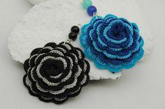 Crochet pendant Blue flower pendant Crochet by lindapaula Colgantes de ganchillo