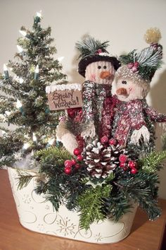 Soooo cute Snow Couple... be sure to check out more adorable snowman creations at Artistic Impressions on Facebook: http://www.facebook.com/artisticimpression2