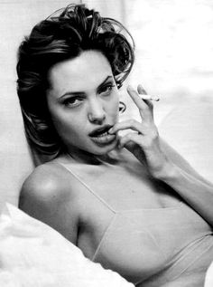I sometimes think that if I had no thin lips and blonde short hair could be like her ..... :-P