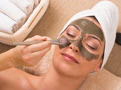 Gesichtsmaske gegen Pickel mit Heilerde, Teebaumöl und Zitronensaft