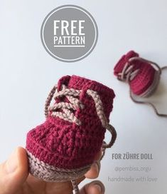 (I adapted it from my Konvers recipe to be a bot, the bottom is the same taban) The rope used is 👉 gazzal baby coton… - (Ik paste mijn Konvers-recept aan als een bot, al .No photo description available. Crochet Shoes Pattern, Knitted Doll Patterns, Crochet Baby Shoes, Crochet Baby Booties, Knitted Dolls, Doll Clothes Patterns, Crochet Dolls, Knitted Teddy Bear, Crochet Flowers