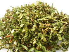 🌿 Ontem a @w_evil_ postou a receitinha e eu já desejei... ficou uma delícia, cuidado para não comer tudo de uma vez!! Chips de couve: corte as folhas de couve bem fininhas + tempere (usei sal, pimenta do reino e orégano) + coloque um pouquinho de oliva = misture bem os temperos com a couve e airfryer 160º/10min (pode fazer no forno também!). #receitasamavzzlr 🌿