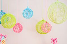 Pretty woollen chandeliers So easy to make: blow up a balloon, cover in glue, wrap string around, dry and then spray paint. Pop the balloon and your done!!!!