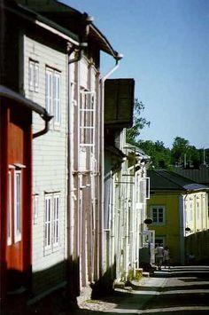 Kirkkokatu Street www. Winding Road, Old Town, Places To Travel, Cities, Buildings, Road Trip, Traveling, Europe, Houses