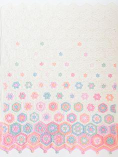 Ravelry: Hexagon baby deken (NL) pattern by Jip by Jan Crochet Quilt, Crochet Chart, Baby Blanket Crochet, Diy Crochet, Crochet Baby, Crochet Borders, Crochet Stitches Patterns, Crochet Squares, Crochet Classes