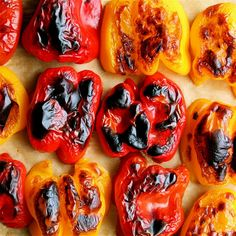 Did you know how easy it is to roast peppers? You'll never buy the jarred ones again. Spritz with olive oil, roast in a 450 degree oven for minutes or until skin is charred and blistered, let sit in a paper bag for 20 minutes, and then remove the skins! Oven Roasted Peppers, Grilled Peppers, How To Roast Peppers, Roasting Peppers In Oven, Cooking Tips, Cooking Recipes, Healthy Recipes, Kitchen Recipes, Healthy Eats