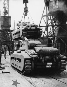 THE INFANTRY TANK MK II (A12) MATILDA II / CP 11274C: Matilda tanks being loaded onto ships at a British port for shipment overseas, August 1942. All Rights Reserved except for Fair Dealing exceptions otherwise permitted under the Copyright, Designs and Patents Act 1988, as amended and revised.