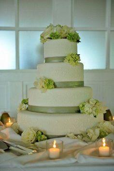 Gâteau de mariage vert et blanc