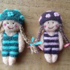 """°°° réservé °°° broches en laine cardée """"duo de nageuses rétro"""""""