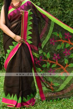 Sarees made of linen are valued for their exceptional coolness and freshness in hot weather. But on the contrary, it also keeps you warm in winters. It is truely an all-season saree which can be worn throughout the year. Handloom Saree, Cotton Saree, Sarees Online, Printing On Fabric, Hand Weaving, Im Not Perfect, Cotton Fabric, Elegant, My Style
