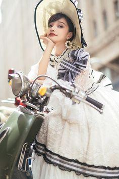 Cute Fashion, Asian Fashion, Vintage Fashion, Fashion Poses, Fashion Outfits, Fantasy Dress, Lolita Dress, Aesthetic Fashion, Lolita Fashion